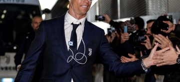 International football ace Cristiano Ronaldo has drawn comments from Twitter users after a picture of him using a retro iPod Shuffle. Ronaldo was seen using an iPod shuffle as he arrived at the stadium here before Juventus' Serie A clash against Cagliari.
