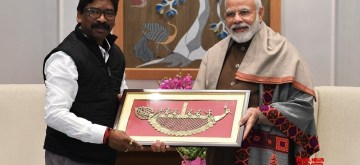 New Delhi: Jharkhand Chief Minister Hemant Soren calls on Prime Minister Narendra Modi in New Delhi on Jan 11, 2020. The two leaders discussed the state specific issues at the meeting held at Modi's residence. (Photo: IANS)