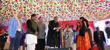 Jaipur: Rajasthan Chief Minister Ashok Gehlot lights the lamp to inaugurate 13th annual edition of the Zee Jaipur Literature Festival at Diggi Palace, on Jan 23, 2020. (Photo: IANS)