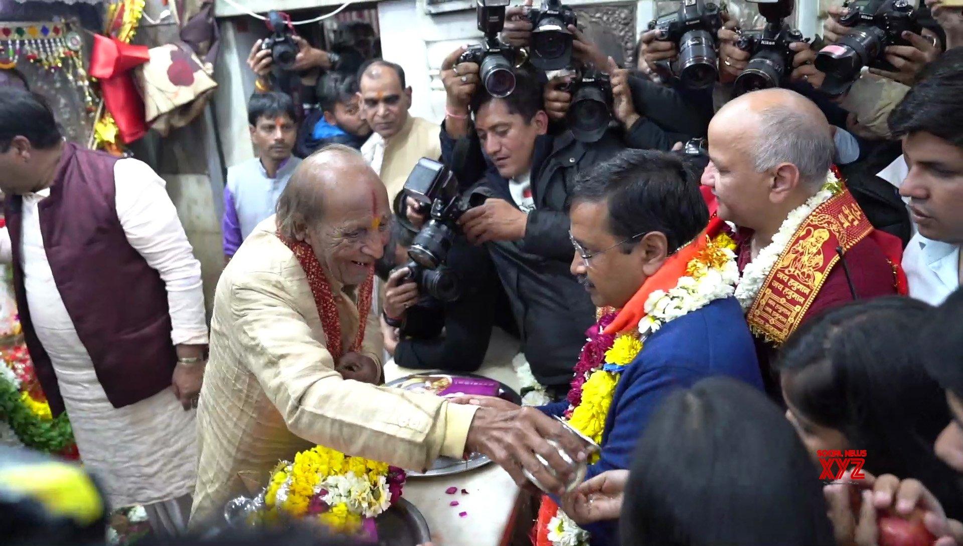 New Delhi: Kejriwal offers prayers at Hanuman Temple in CP #Gallery