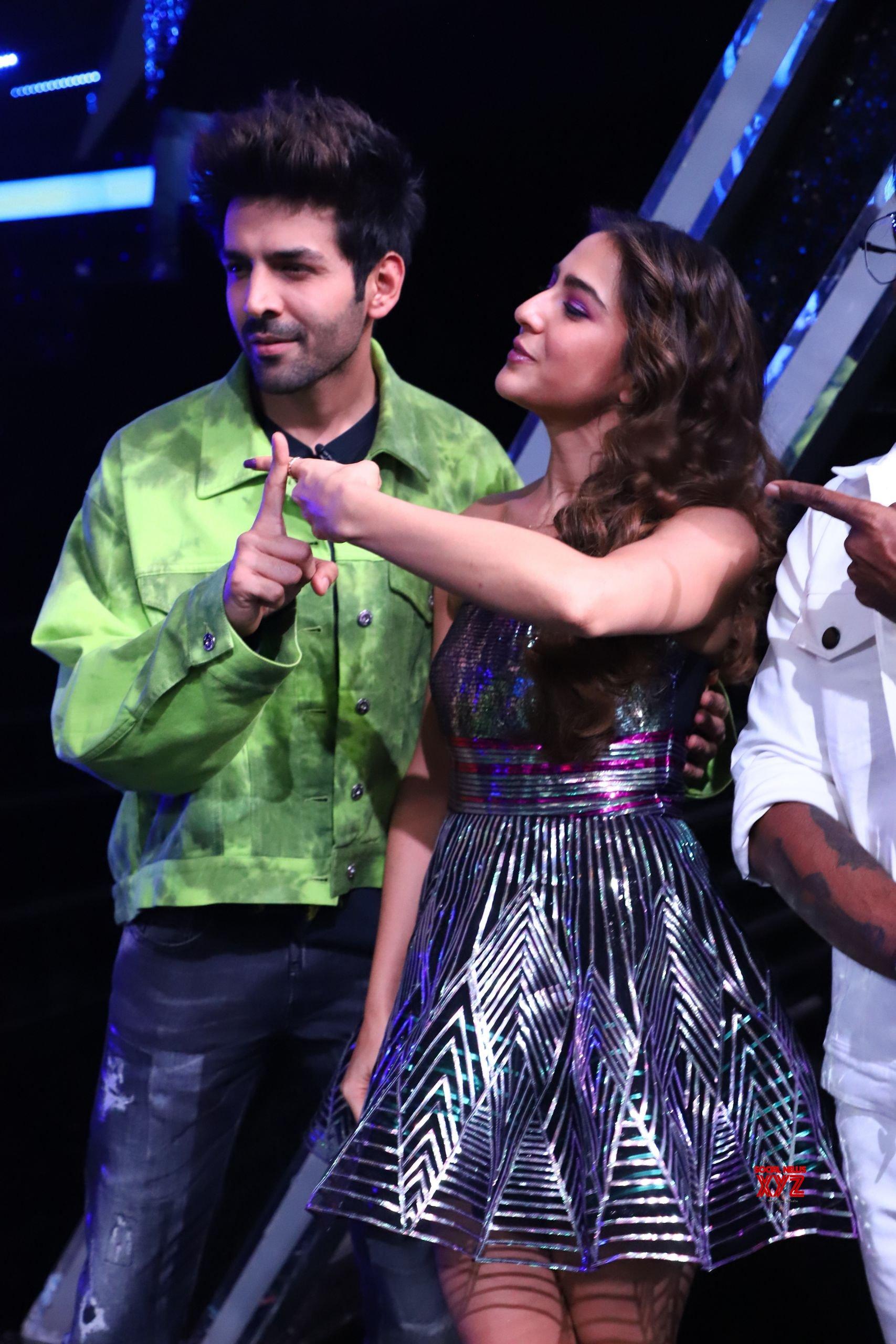 Kartik Aaryan And Sara Ali Khan On The Dance Plus 5 Sets For Love Aaj Kal 2 Movie Promotion HD Galley