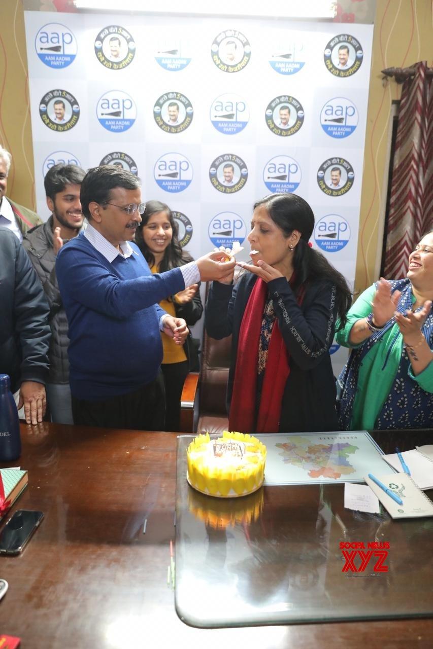New Delhi: Kejriwal celebrates wife's birthday ahead of final results #Gallery