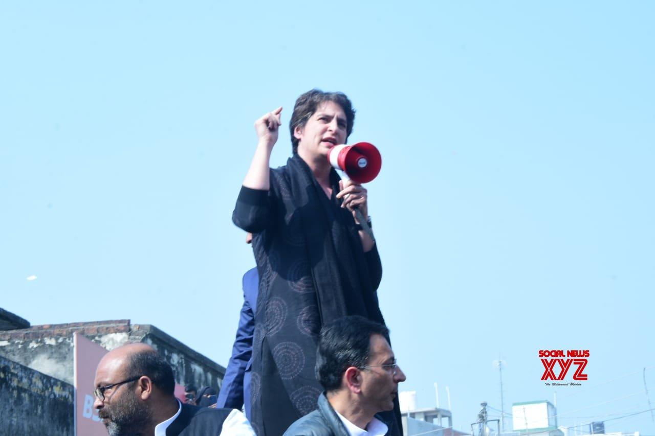 Allow buses with labourers to enter UP, Priyanka urges Yogi