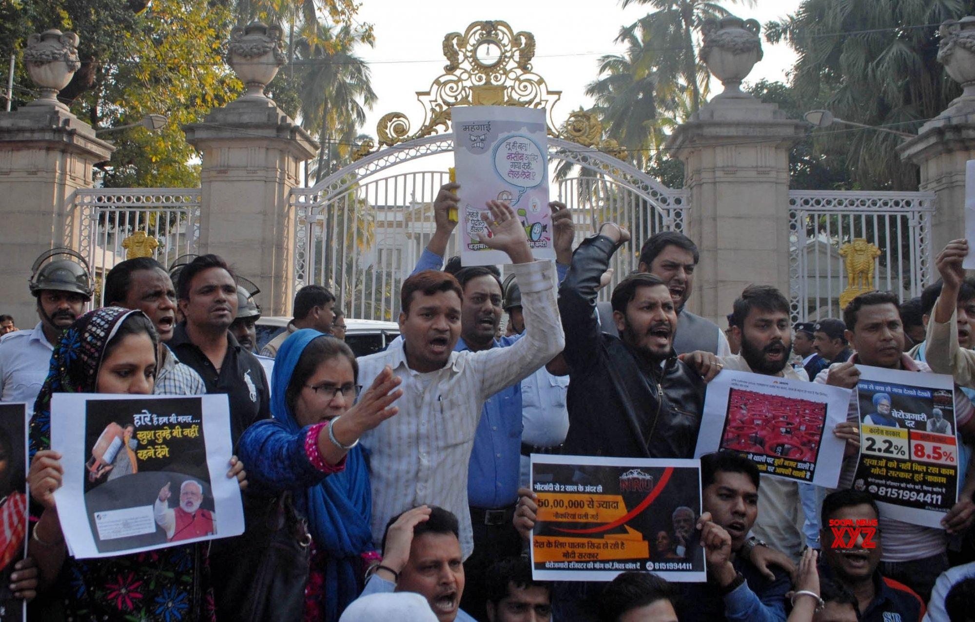 Kolkata: Congress protests against LPG price hike at Raj Bhaban #Gallery