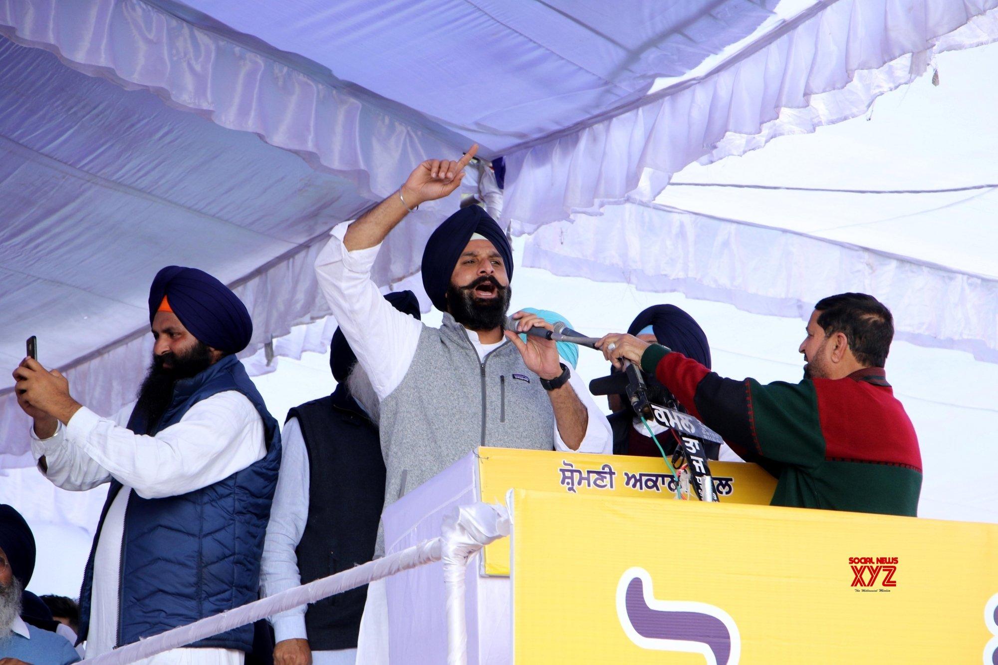 Amritsar: Sukhbir Singh Badal addresses during a Rosh rally #Gallery