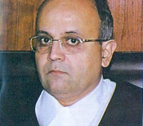 Bombay HC Justice Dharmadhikari quits