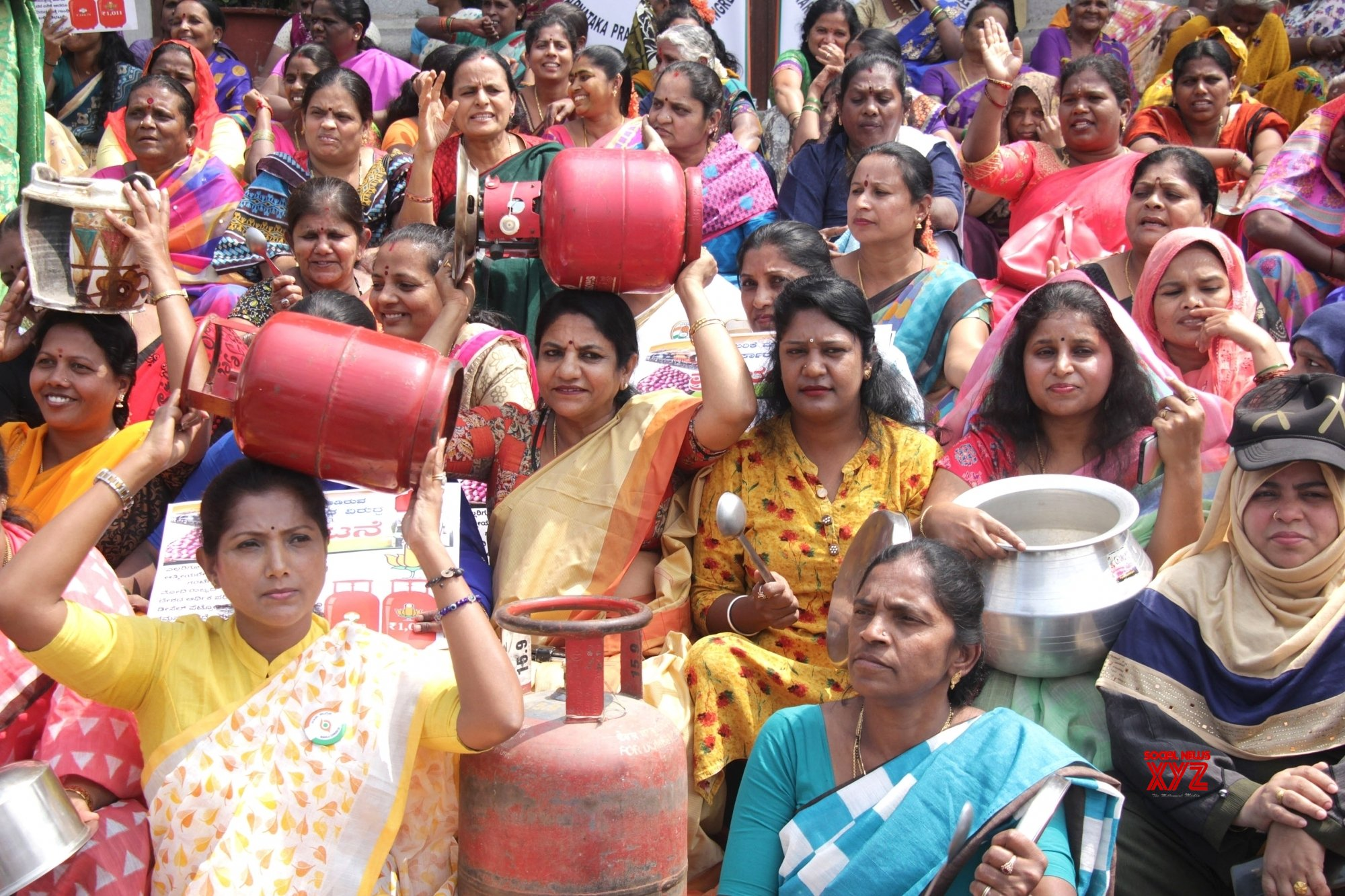 Bengaluru: Congress protests against LPG price hike #Gallery