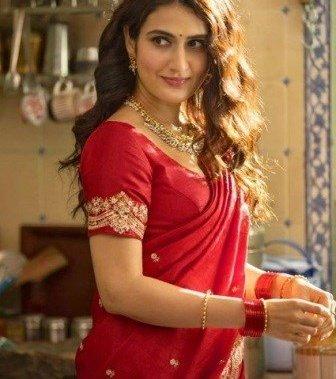 Fatima Sana Shaikh As Marathi Mugli In Suraj Pe Mangal Bhari