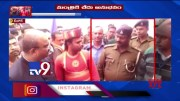Mangal Pandey fumes at police officer who fails to recognise him - TV9 (Video)
