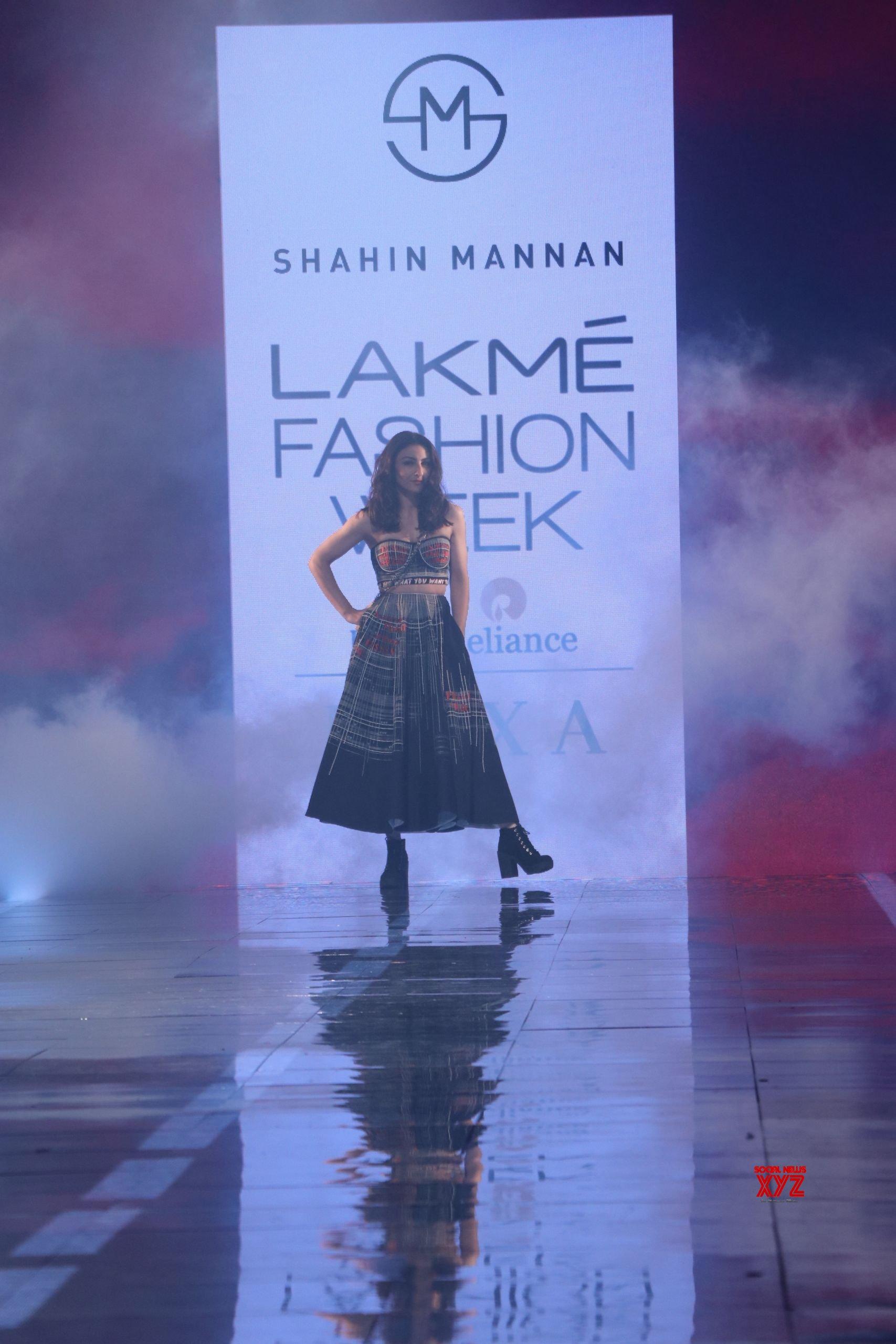 Soha Ali Khan Walks At Lakme Fashion Show Summer Resort 2020 HD Gallery