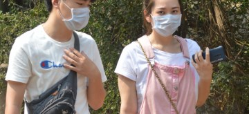 Bengaluru: People seen wearing masks as a precautionary measure against Coronavirus, in Bengaluru on March 4, 2020. (Photo: IANS)