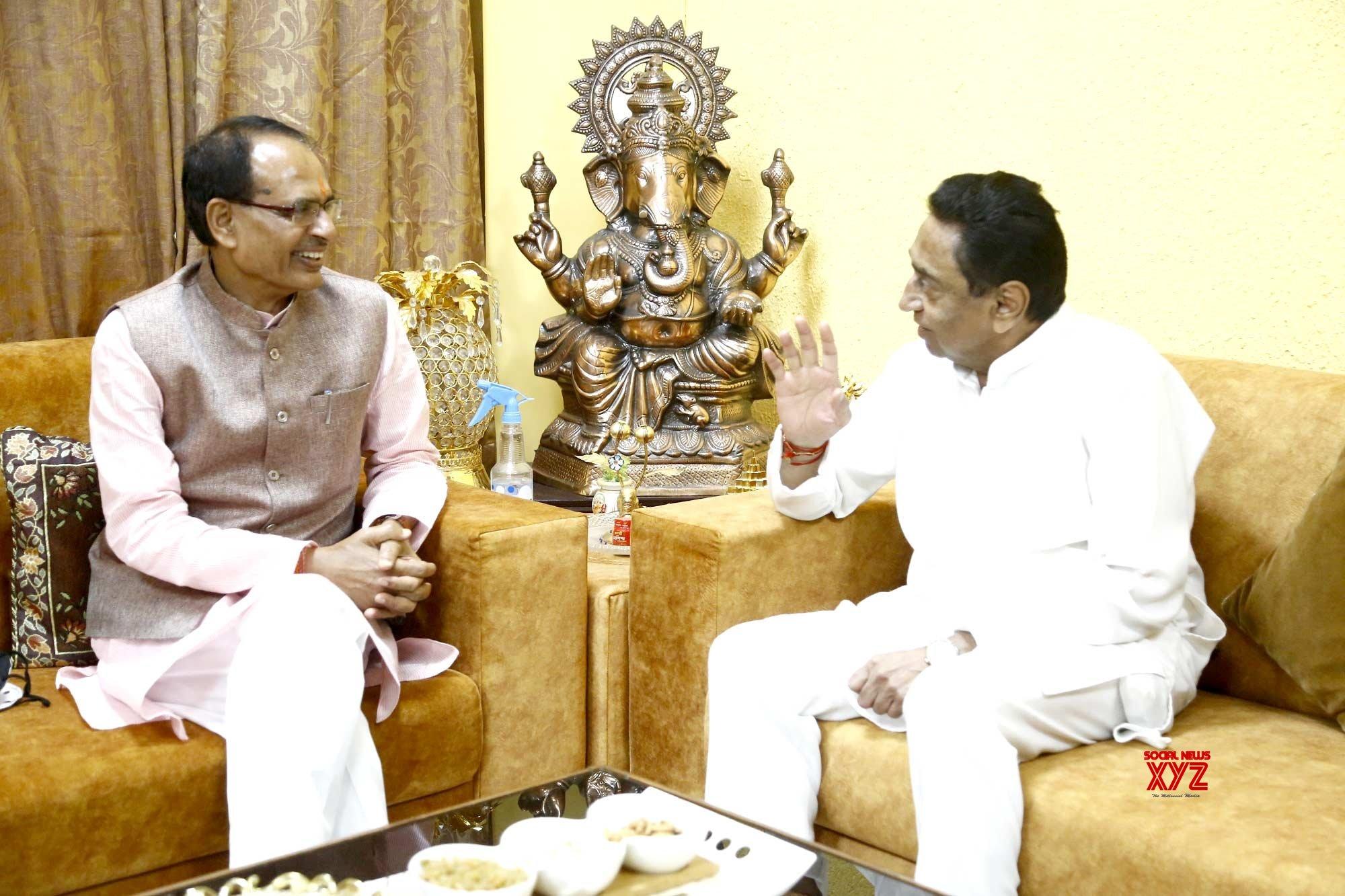 Bhopal: Kamal Nath meets Shivraj Singh Chouhan #Gallery
