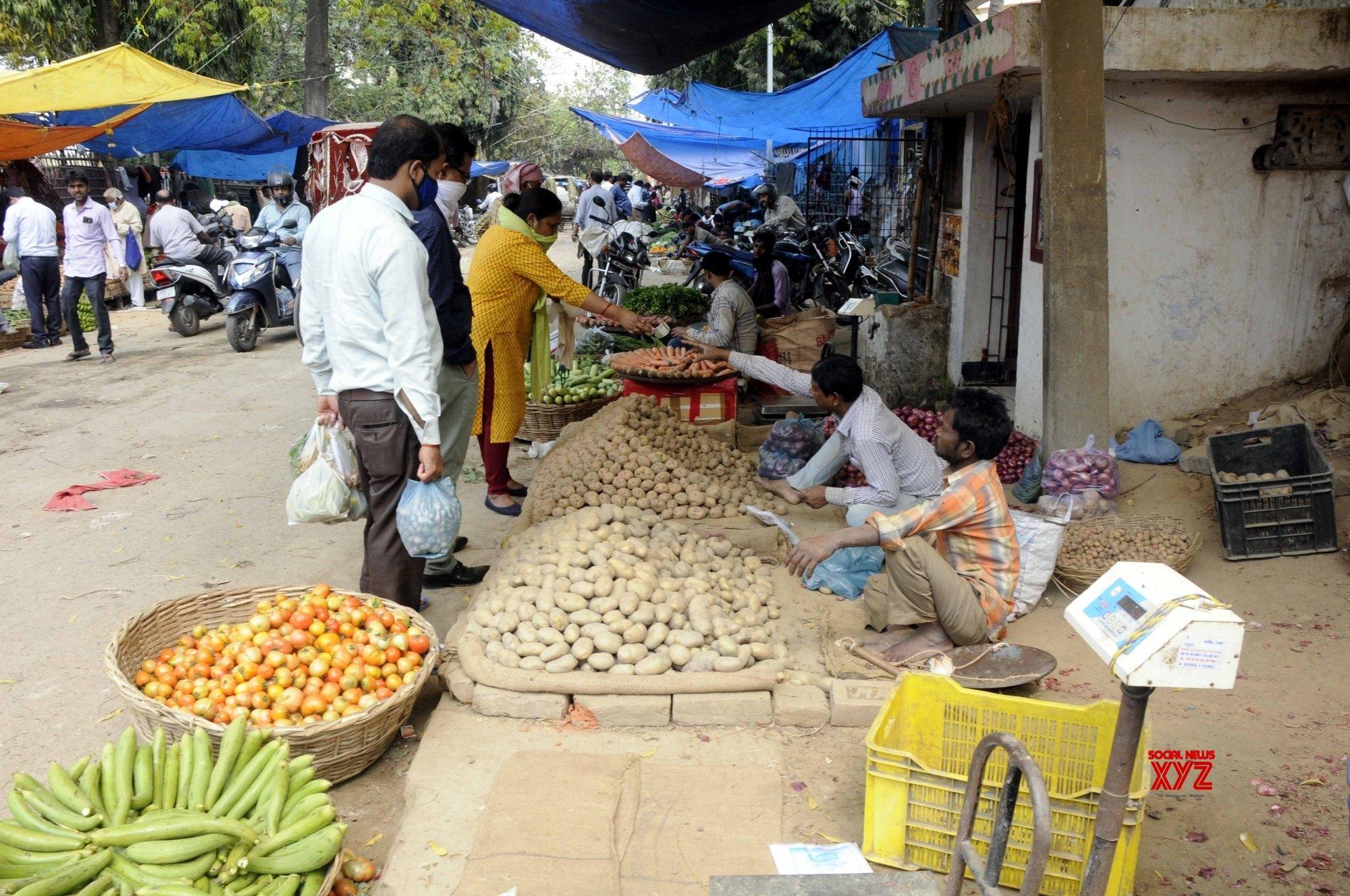 Patna: People buy vegetables during 21 - day lockdown #Gallery