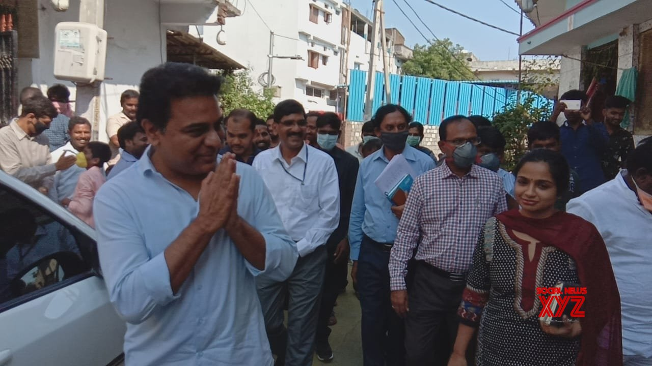 Hyderabad: KT Rama Rao pays surprise visit to night shelter for inspection during 21 - day lockdown #Gallery