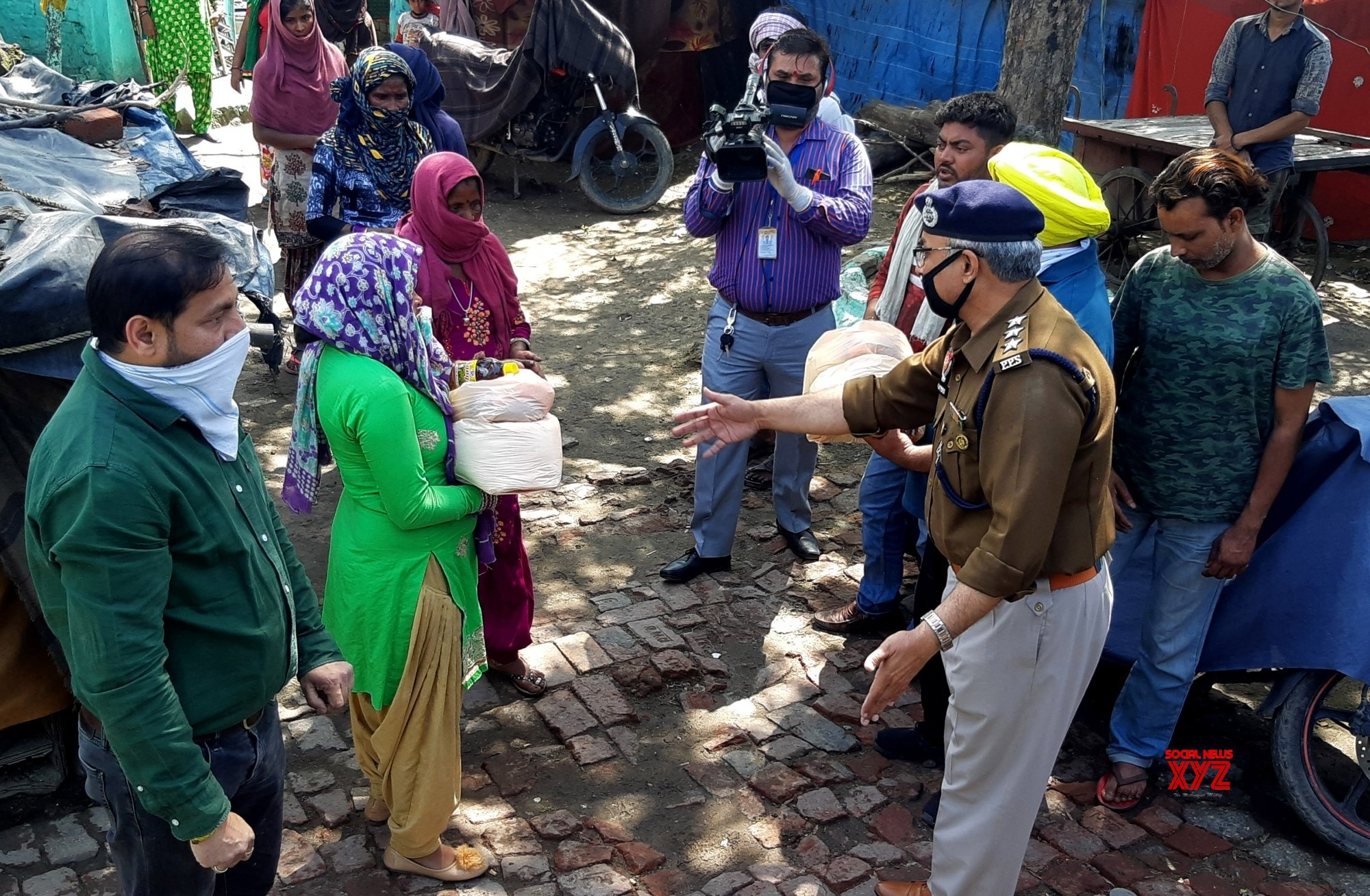 Amritsar: Ration being distributed among people during 21 - day lockdown #Gallery