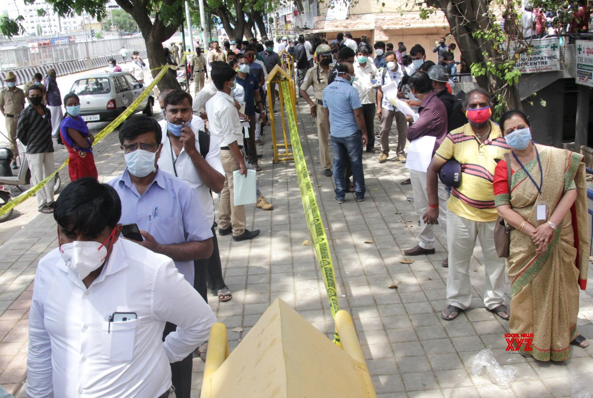 Bengaluru: Essential commodoities, services made avaialble to people amid lockdown #Gallery