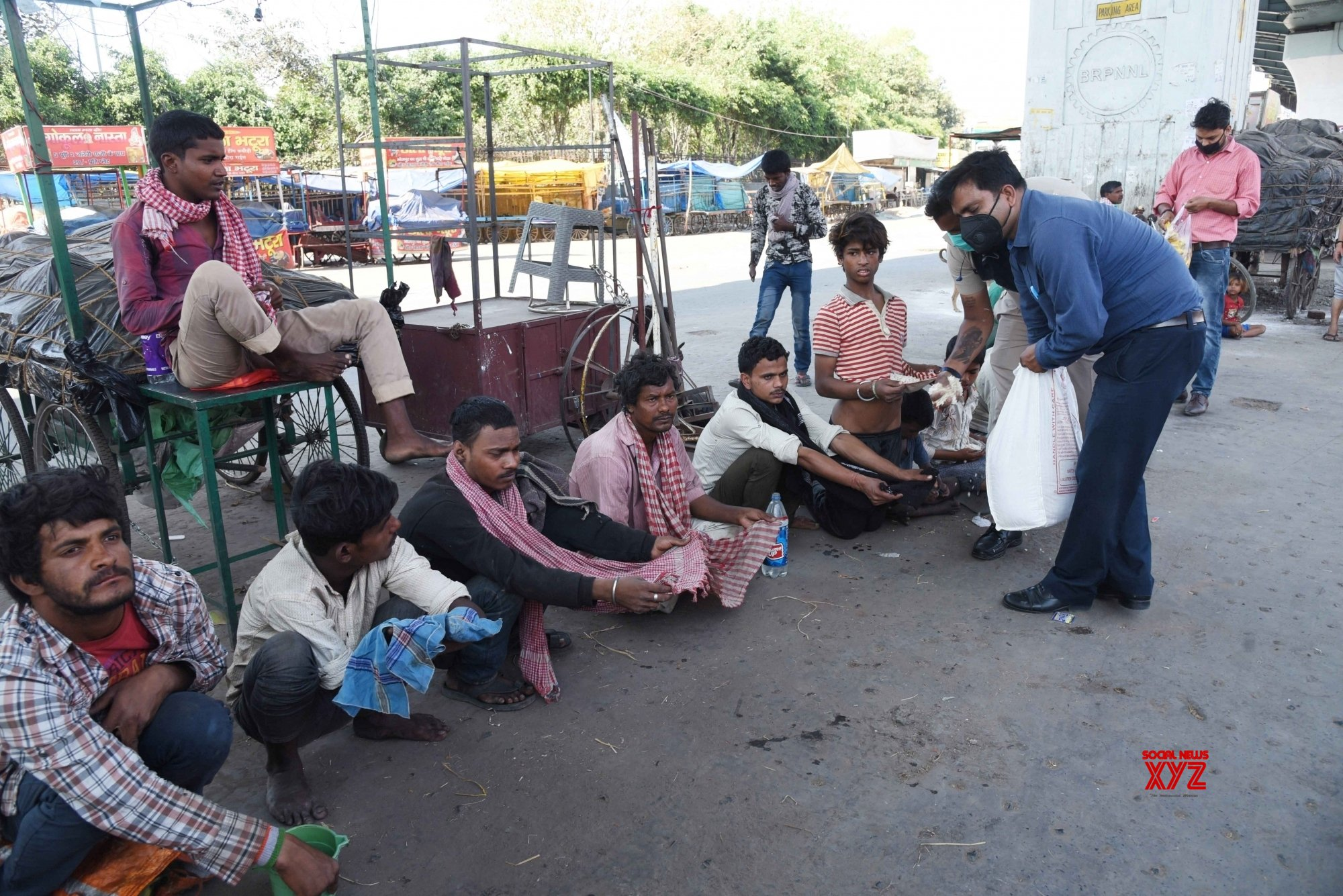 Patna: Food distributed among poor amid lockdown #Gallery