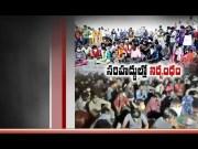 Lockdown   Students Stopped   at Telangana - AP Border Pelt Stones   at AP Police  (Video)