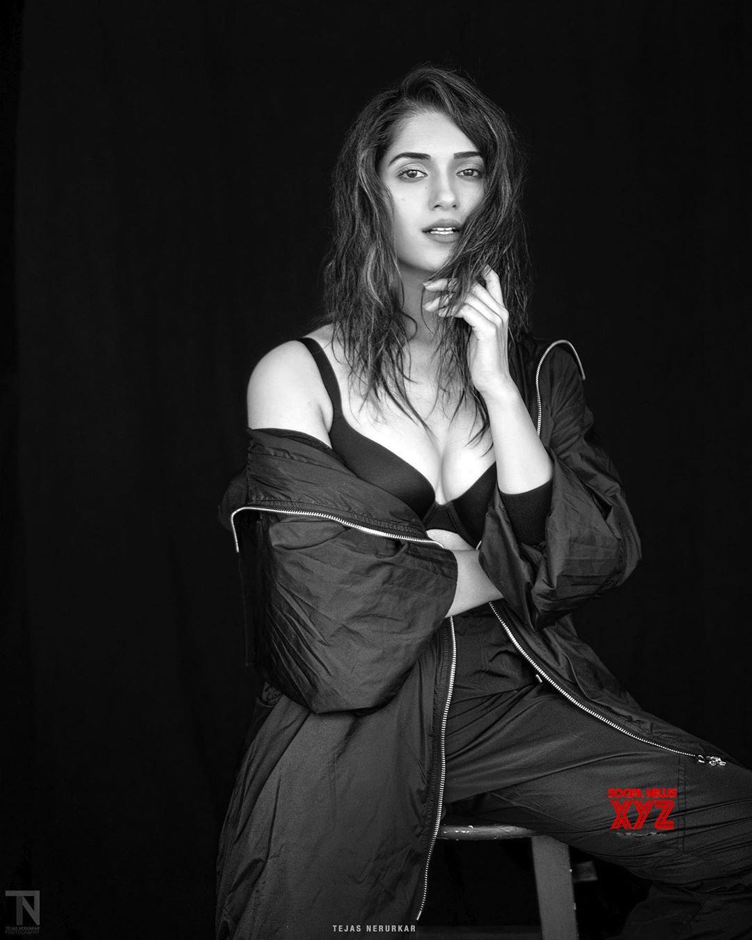 Actress Ruhani Sharma Latest Hot Stills - Social News XYZ