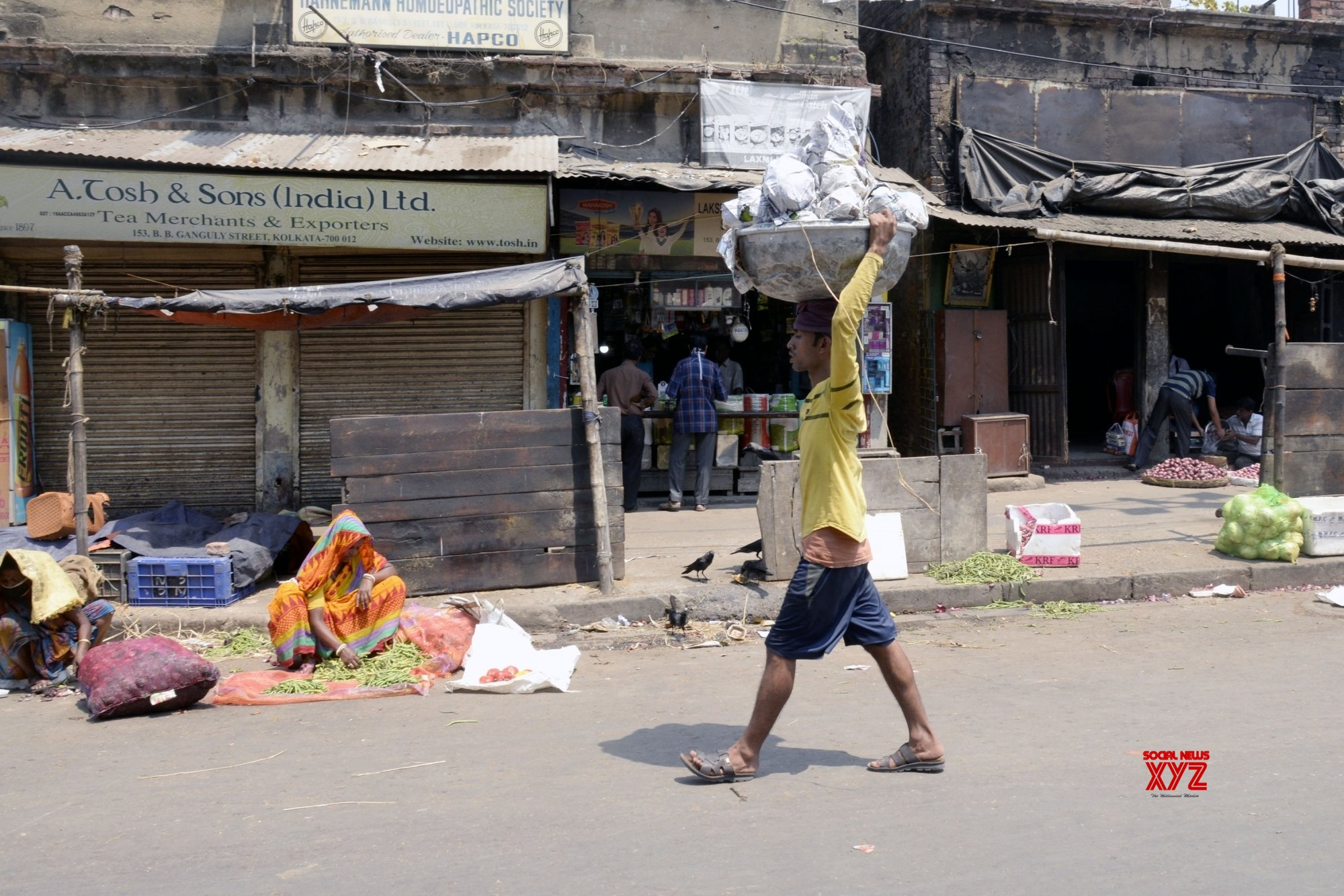 Kolkata: City during Day 8 of nationwide lockdown over COVID - 19 pandemic #Gallery
