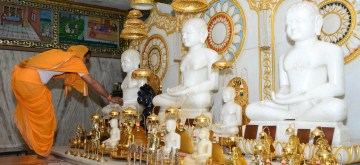 Nagpur: A preist offers praers to Lord Mahavir during Mahavir Jayanti celebrations during a 21 day nationwide lockdown imposed as a precautionary measure to contain the spread of Coronavirus, in Nagpur on Apr 6, 2020. (Photo: IANS)