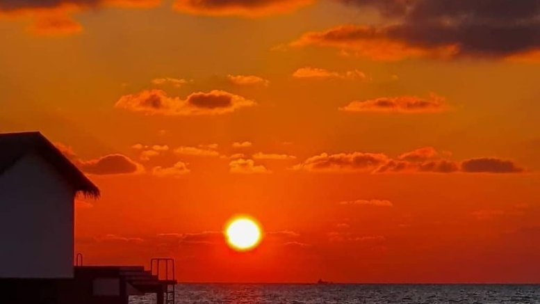 Maldives ease lockdown restrictions on travel, prayers