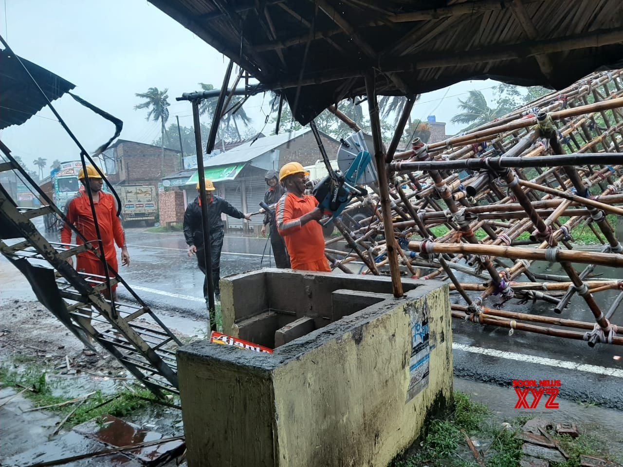 Howrah (West Bengal): Cyclone Amphan: NDRF teams engaged in road clearance work at Shyampur Block #Gallery