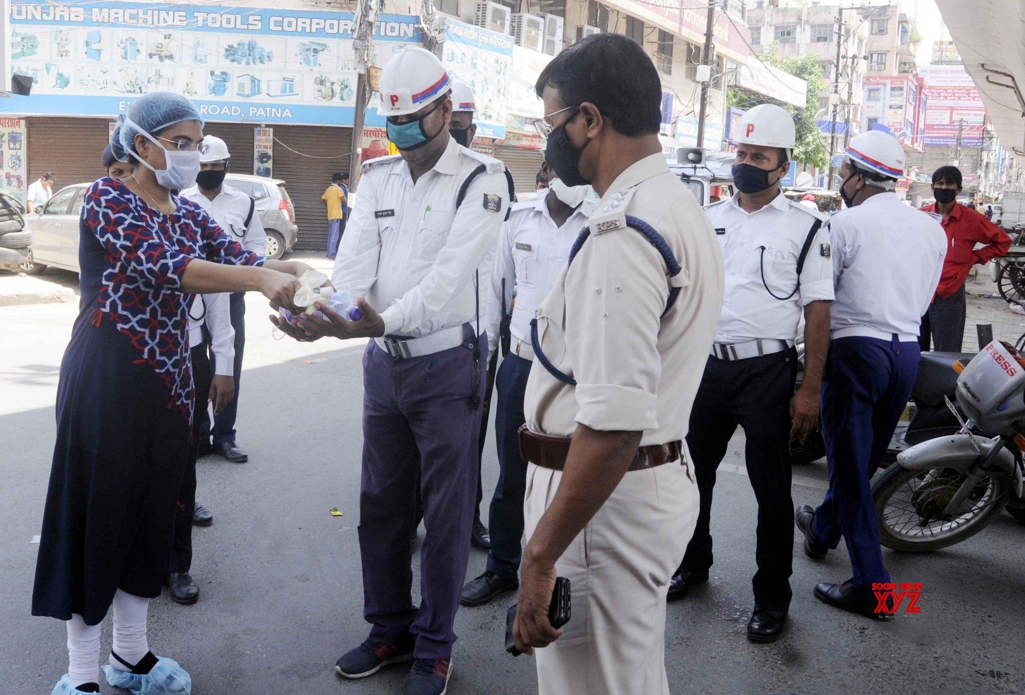 Patna: Masks, sanitiser distributed among policemen #Gallery