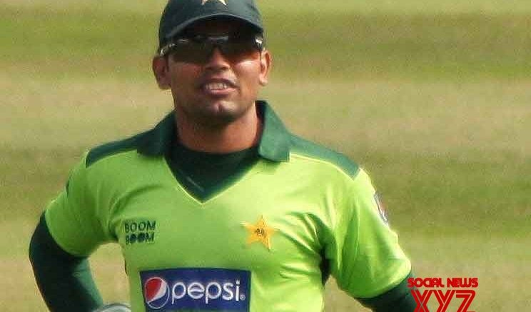 Akmal blames bias for not being able to make Pak return