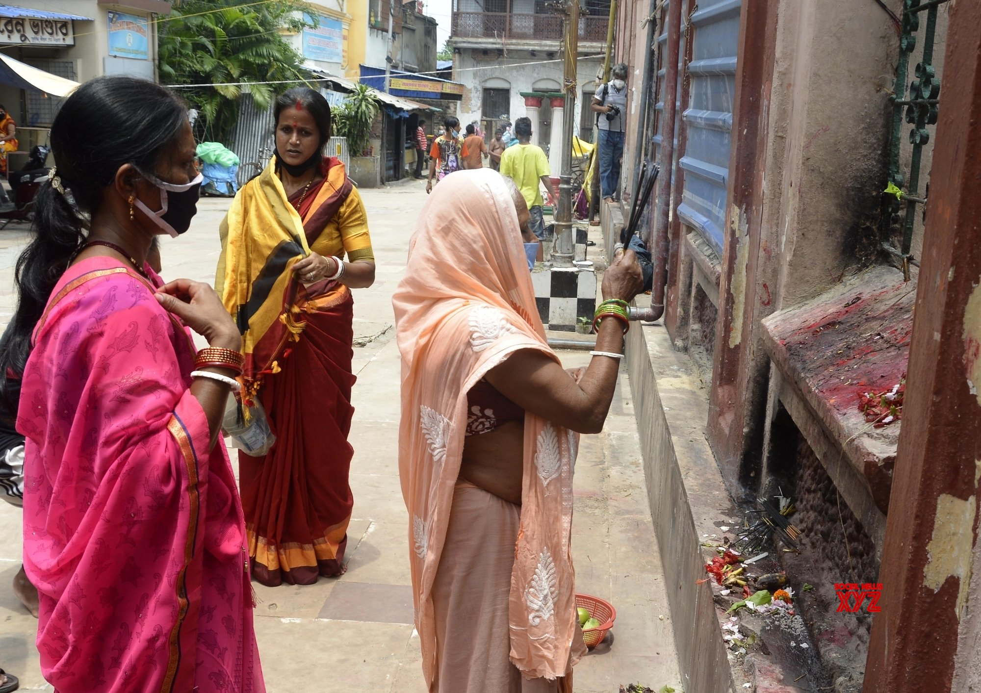 Kolkata: Devotees perform Bipodtarini puja at the Kalighat Kali temple #Gallery