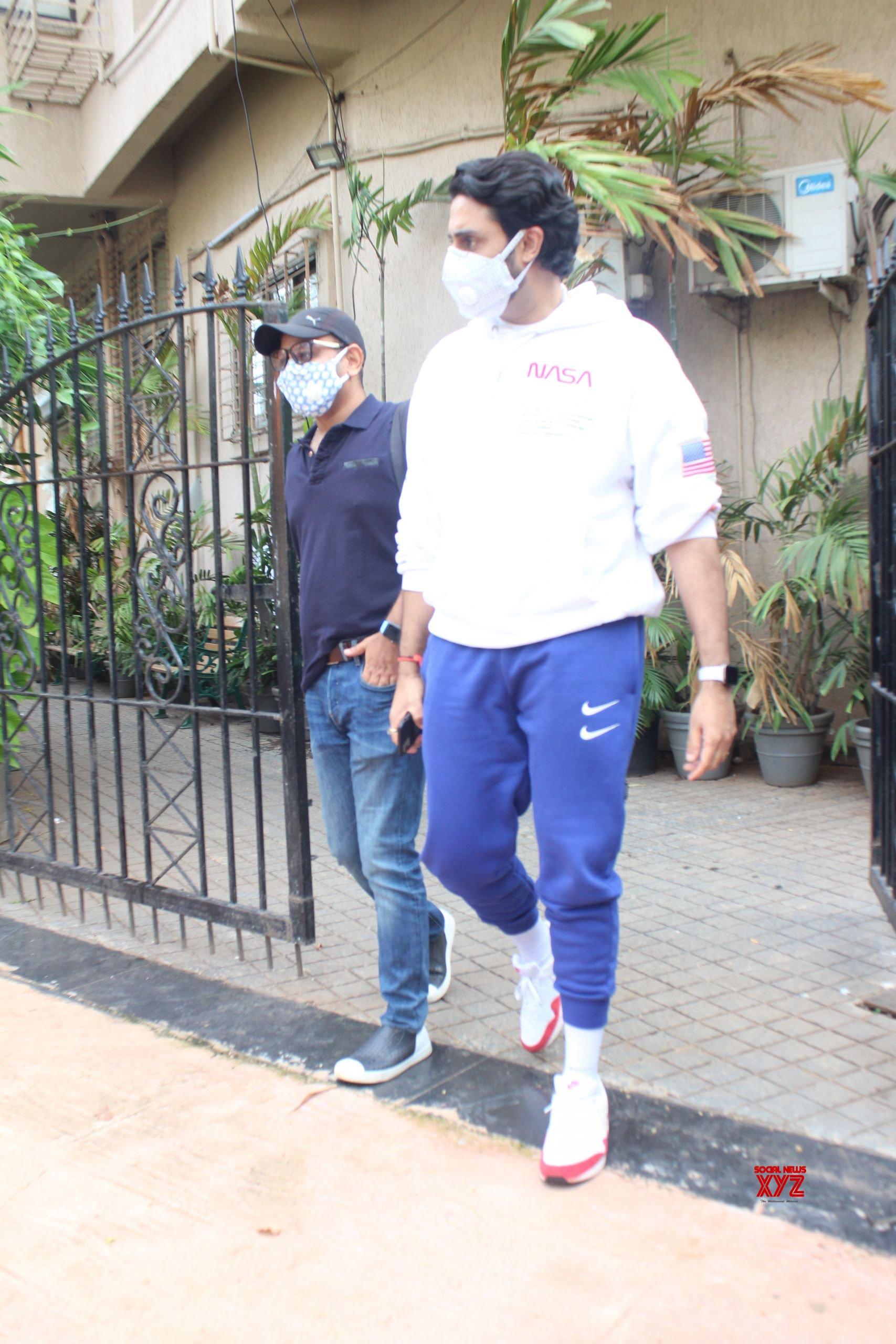 Abhishek Bachchan Spotted At Dubbing Studio In Juhu HD Gallery