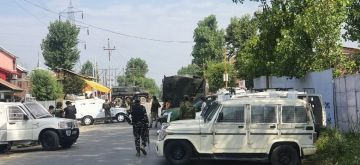 Sopore: Army personnel launch a cordon and search operation (CASO) after one CRPF Head Constable and a civilian were killed while three other security personnel were injured after terrorists attacked a CRPF party at Sopore in North Kashmir on July 1, 2020. (Photo: IANS)