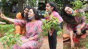 Renu Desai Planting Plants With Her Daughter Aadhya (Video)