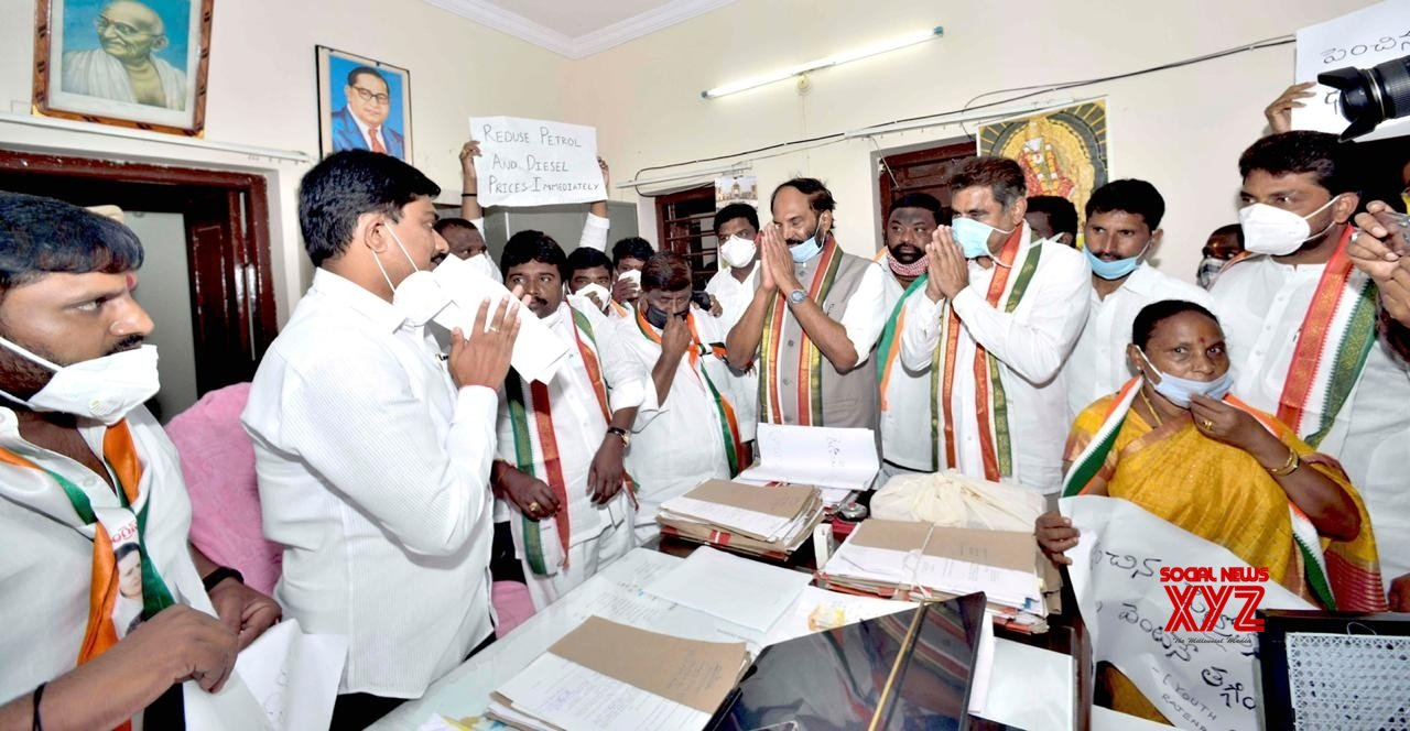 Hyderabad: Congress protests against fuel price hike, submits memorandum addressed to President of India #Gallery