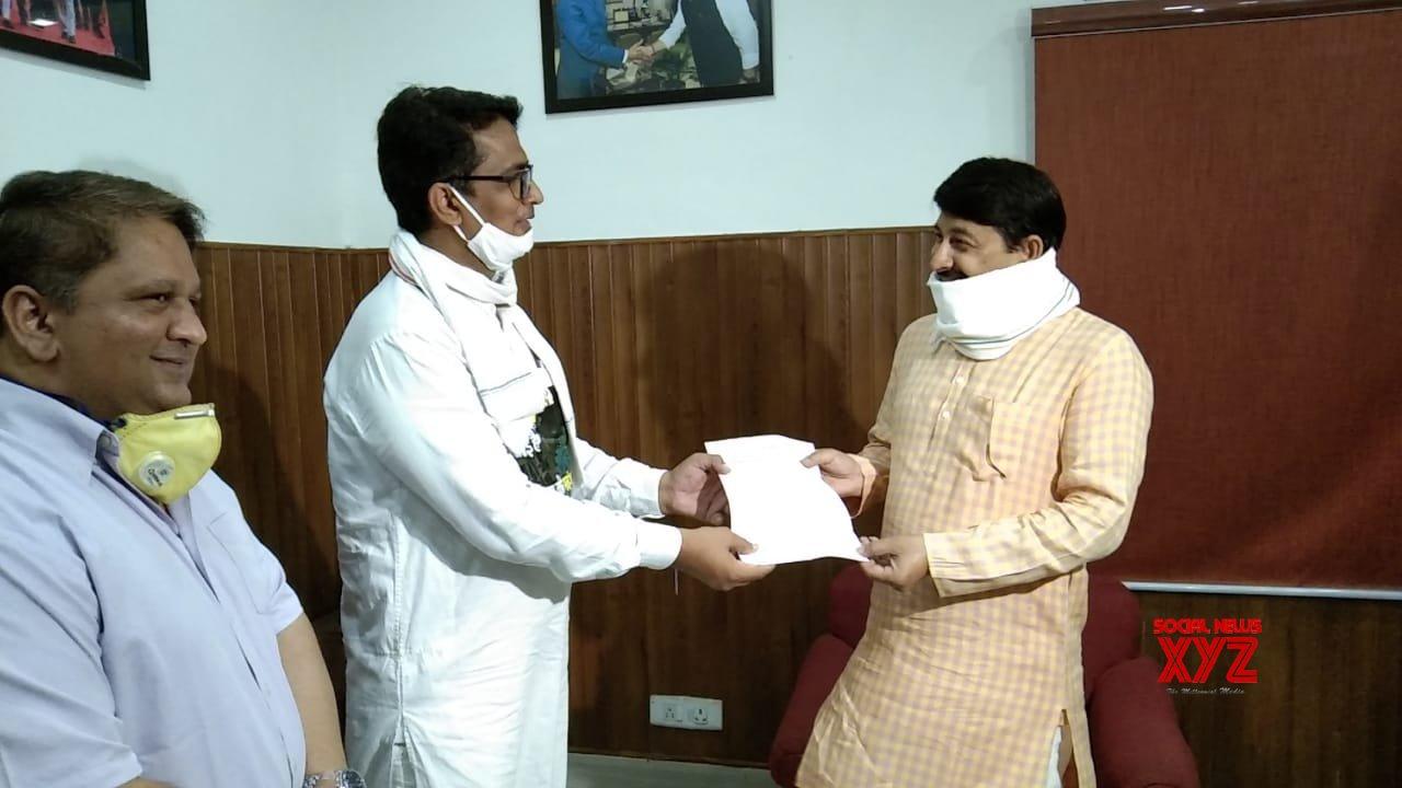 New Delhi: Delhi Congress President Anil Kumar meets Manoj Tiwari, submits memorandum to reduce fuel prices #Gallery