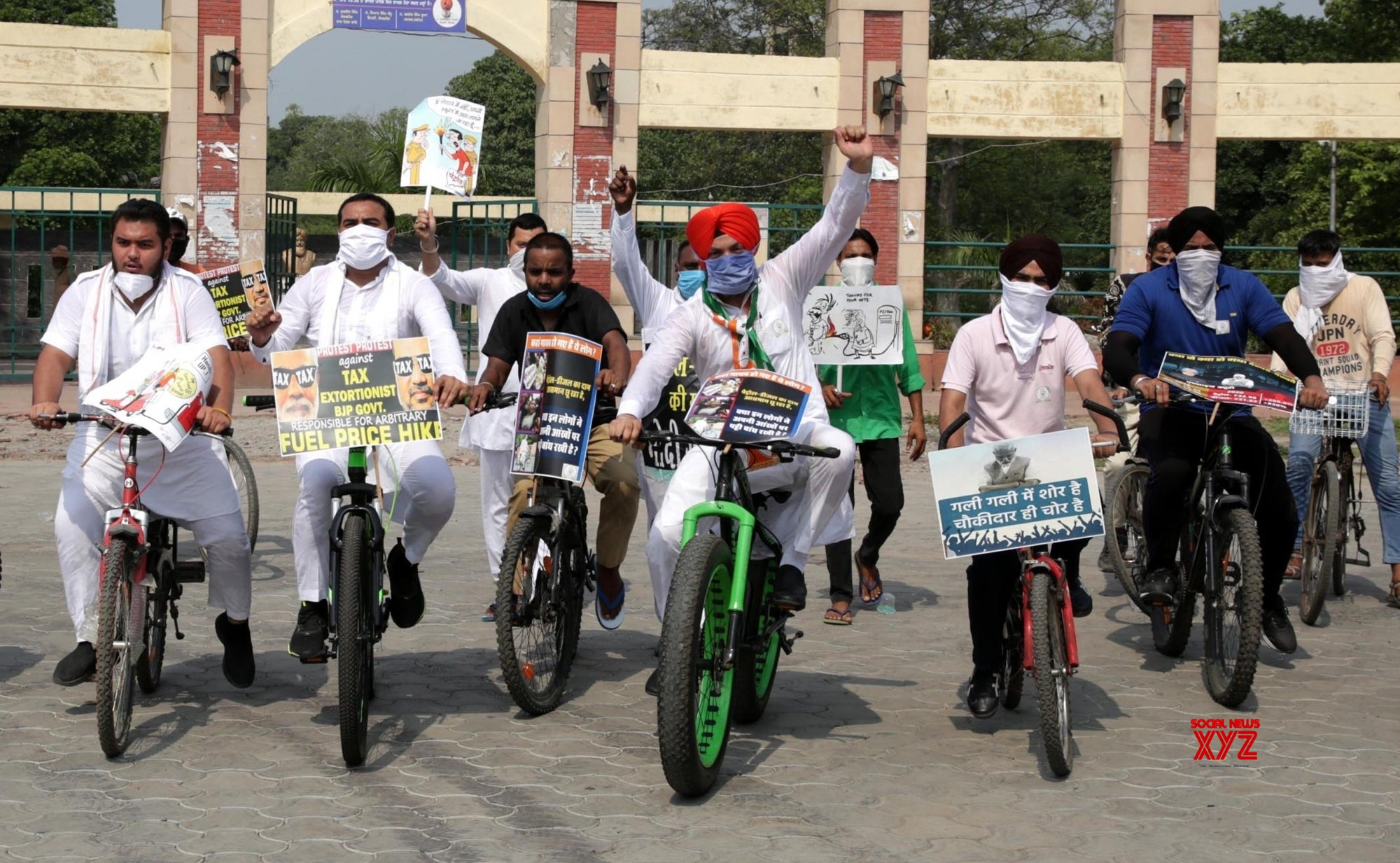 Amritsar: Youth Congress protests against fuel price hike #Gallery