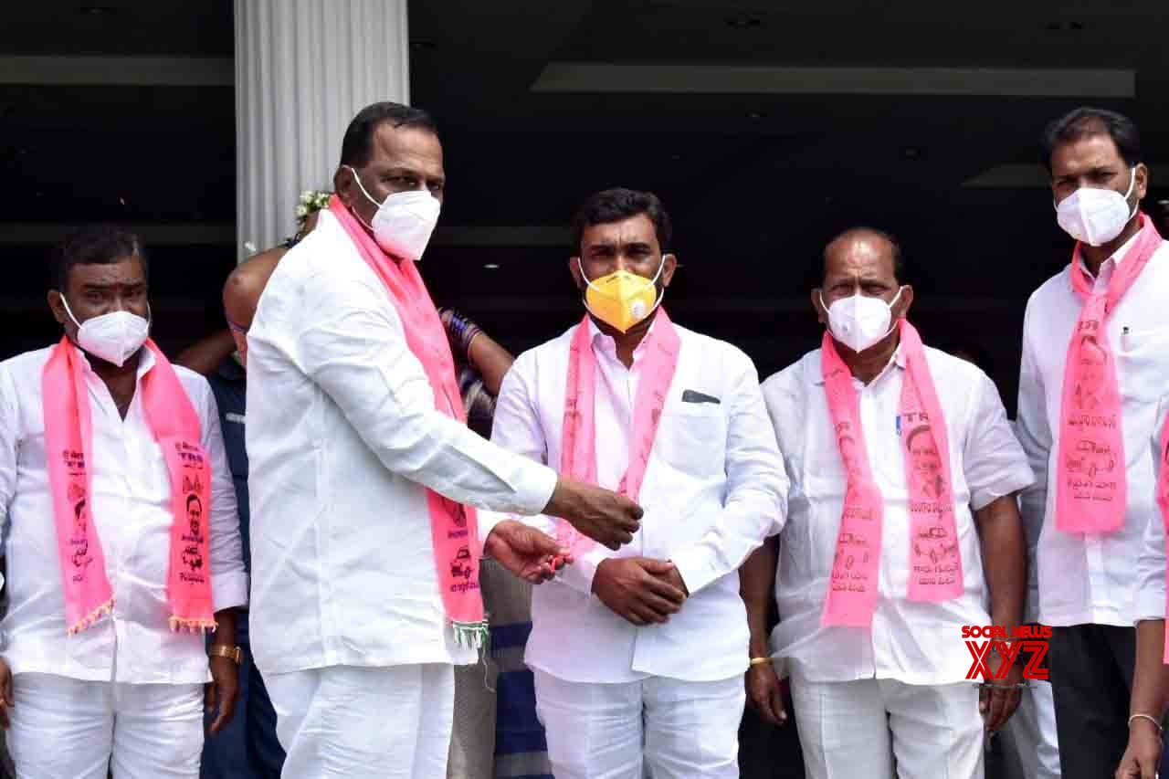 Hyderabad: Congress leaders join TRS #Gallery