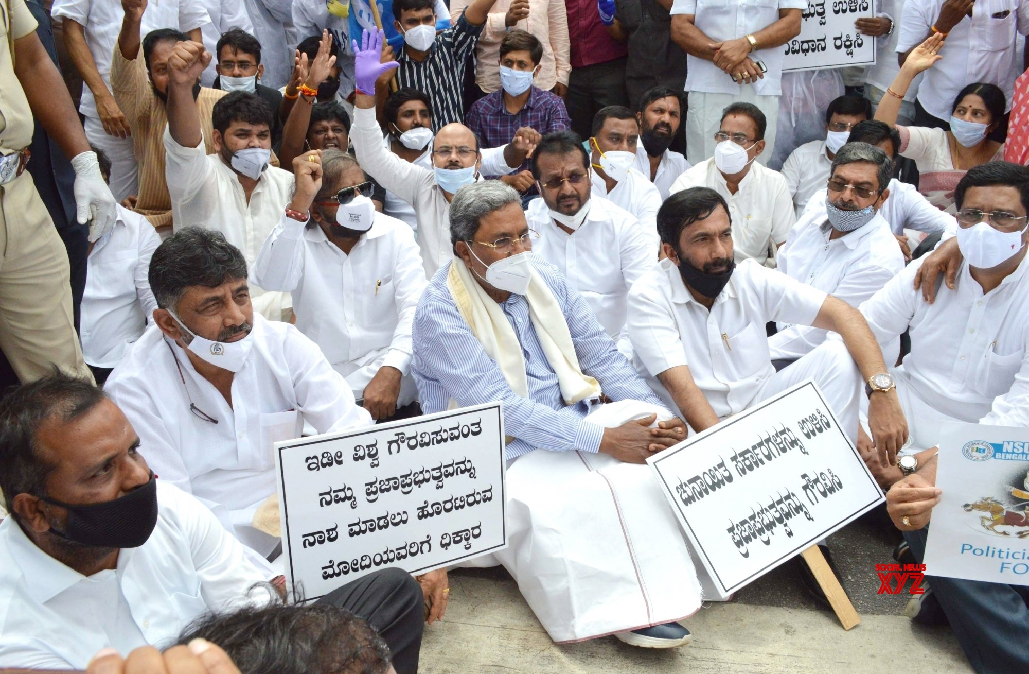 Bengaluru: Congress leaders detained during protest against BJP's 'anti - democratic and anti - constitutional' actions in Rajasthan #Gallery