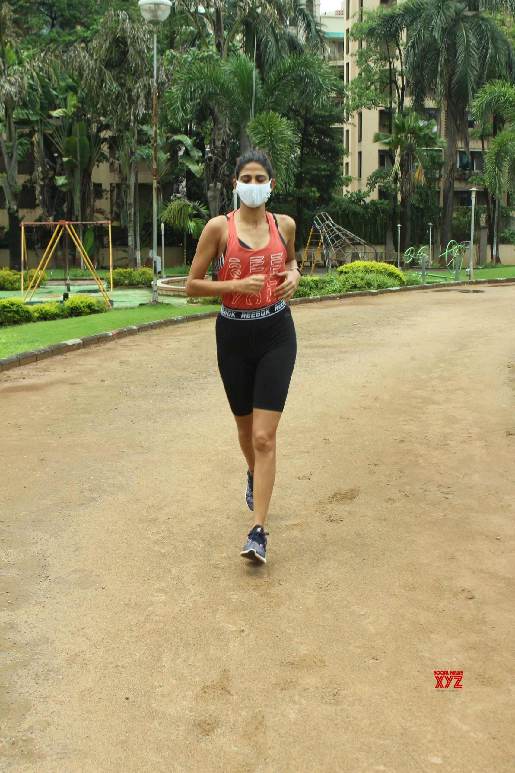 Actress Aahana Kumra Spotted At Andheri HD Gallery
