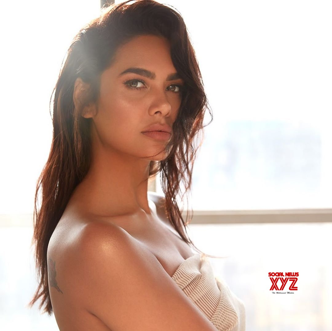 Actress Esha Gupta Latest Sexy Hot Stills