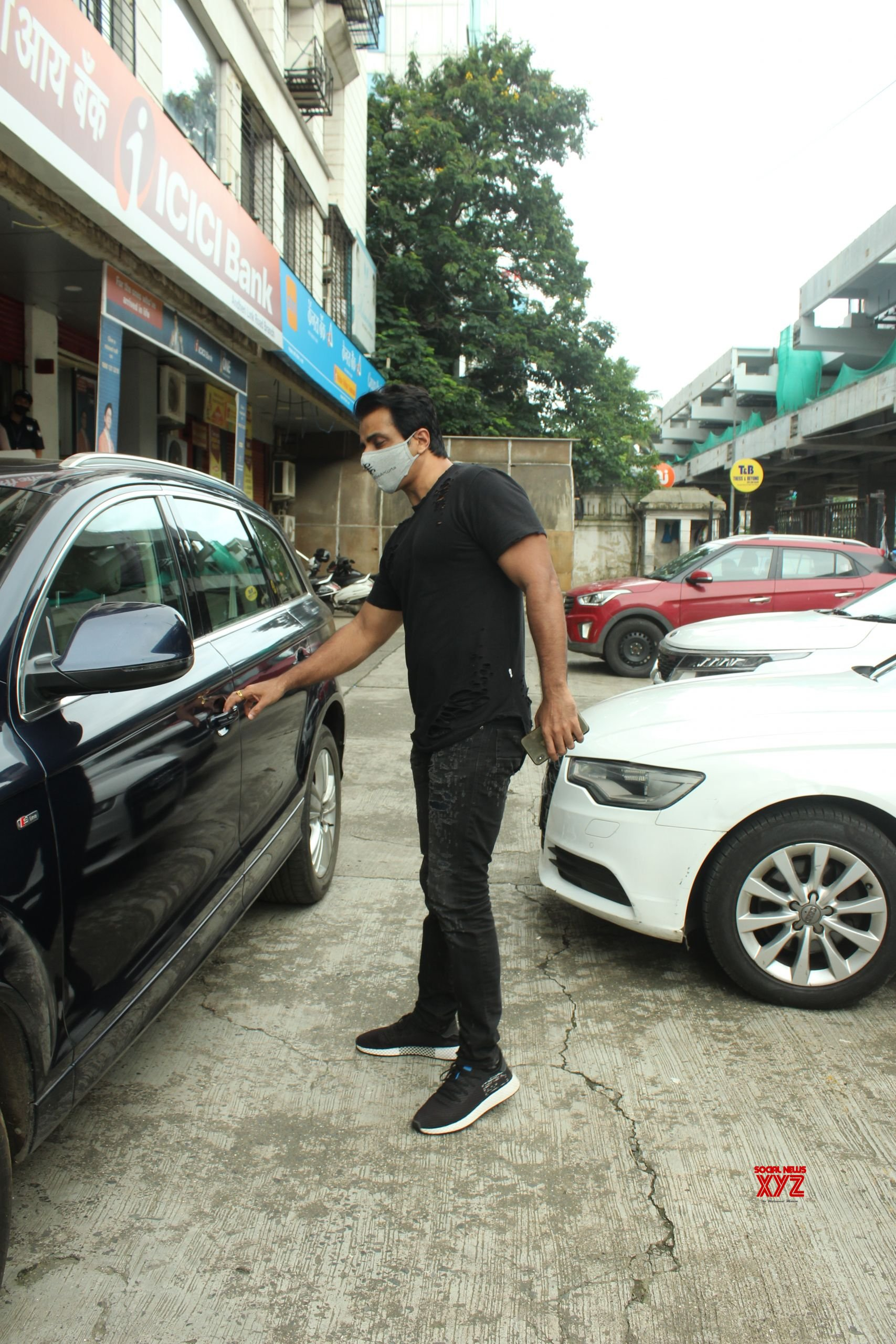 Sonu Sood Spotted At Andheri HD Gallery