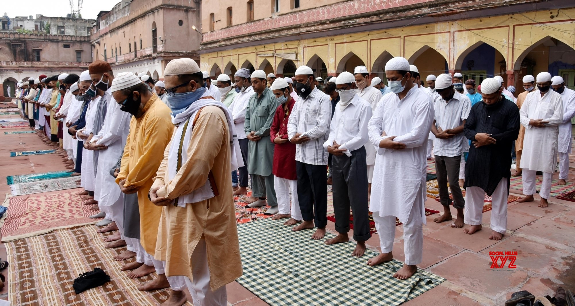 New Delhi: People offer Eid - Ul - Adha prayers at Fatehpuri Masjid #Gallery