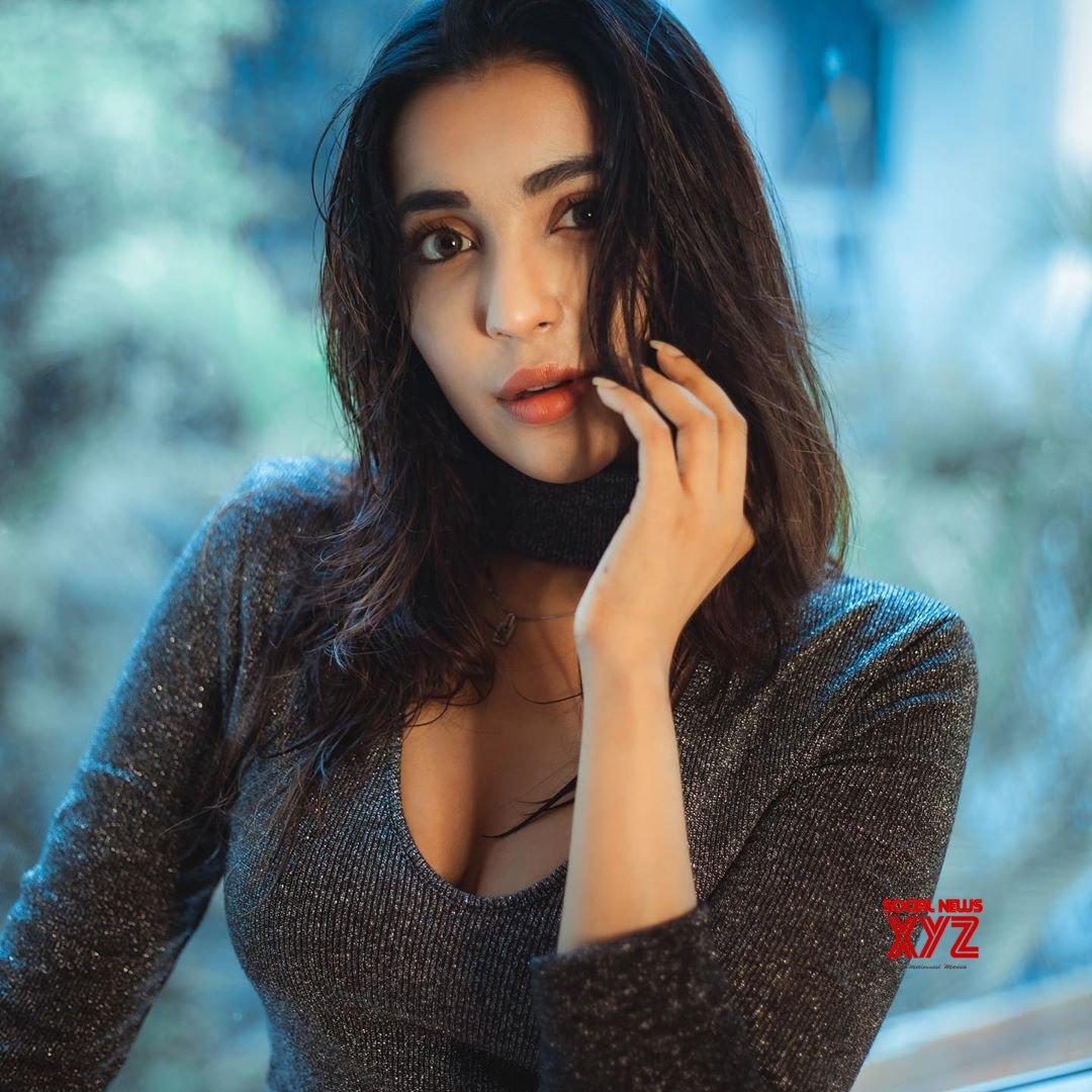 Actress Parvati Nair Latest Stills