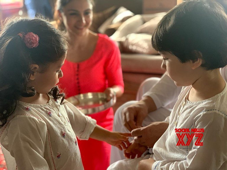 Taimur Ali Khan And Inaaya Naumi Kemmu Cute Stills From Rakhi Celebrations