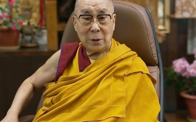 Dalai Lama greets Mongolia's President-elect