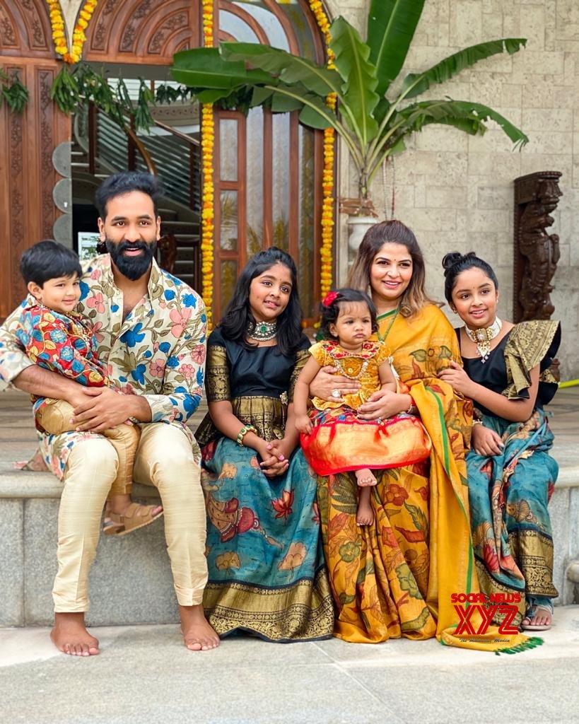 Manchu Mohan Babu Family Ganesh Chaturthi Celebrations Gallery - Social  News XYZ  Manchu family : Vinayaka Chavithi celebration pictures Manchu Mohan Babu Family Ganesh Chaturthi celebrations Gallery 2