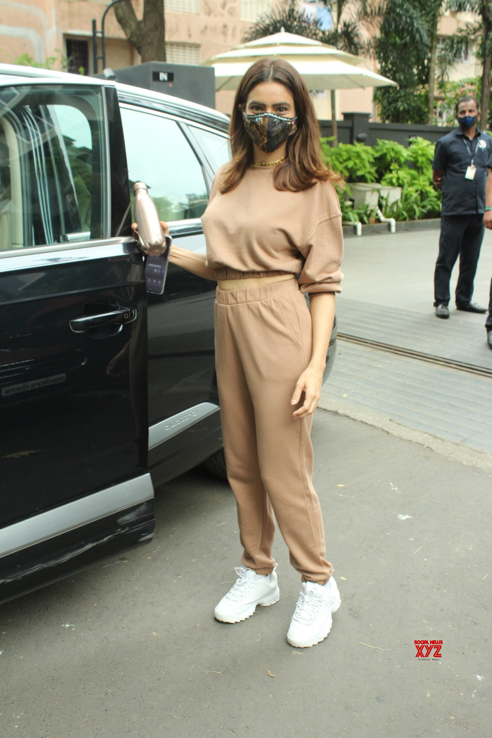 Actress Aamna Sharif Spotted At Andheri Gallery