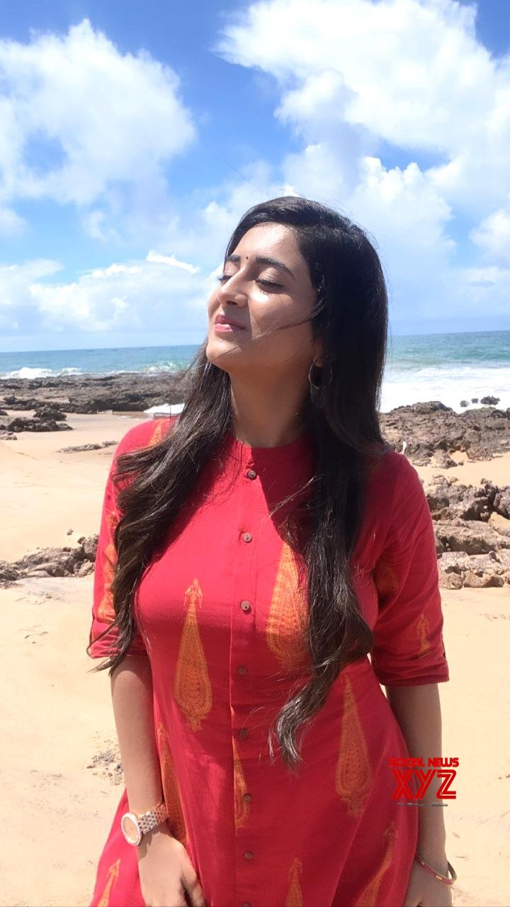 Actress Rashi Singh Latest Sexy And Hot Stills