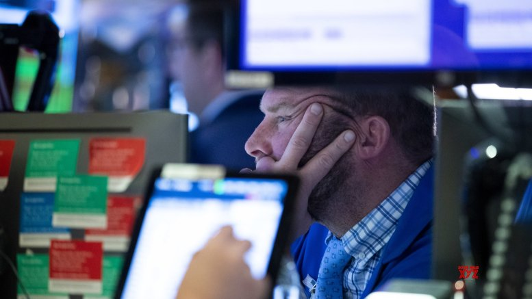 US stocks end mixed as tech shares lag