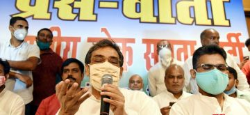 Patna: Rashtriya Lok Samta Party (RLSP) chief Upendra Kushwaha holds a press conference in the presence of Bahujan Samaj Party (BSP) and Janvadi Party (Socialist) state unit chiefs, in Patna on Sep 29, 2020. Parting ways with the Mahagathbandhan in Bihar, Upendra Kushwaha on Tuesday announced to join hands with the BSP and JP-S to contest the Assembly elections. (Photo: IANS)